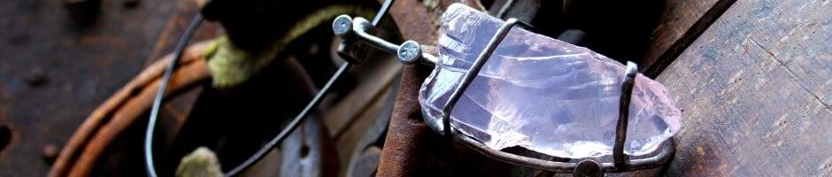 Šperk s křišťálem